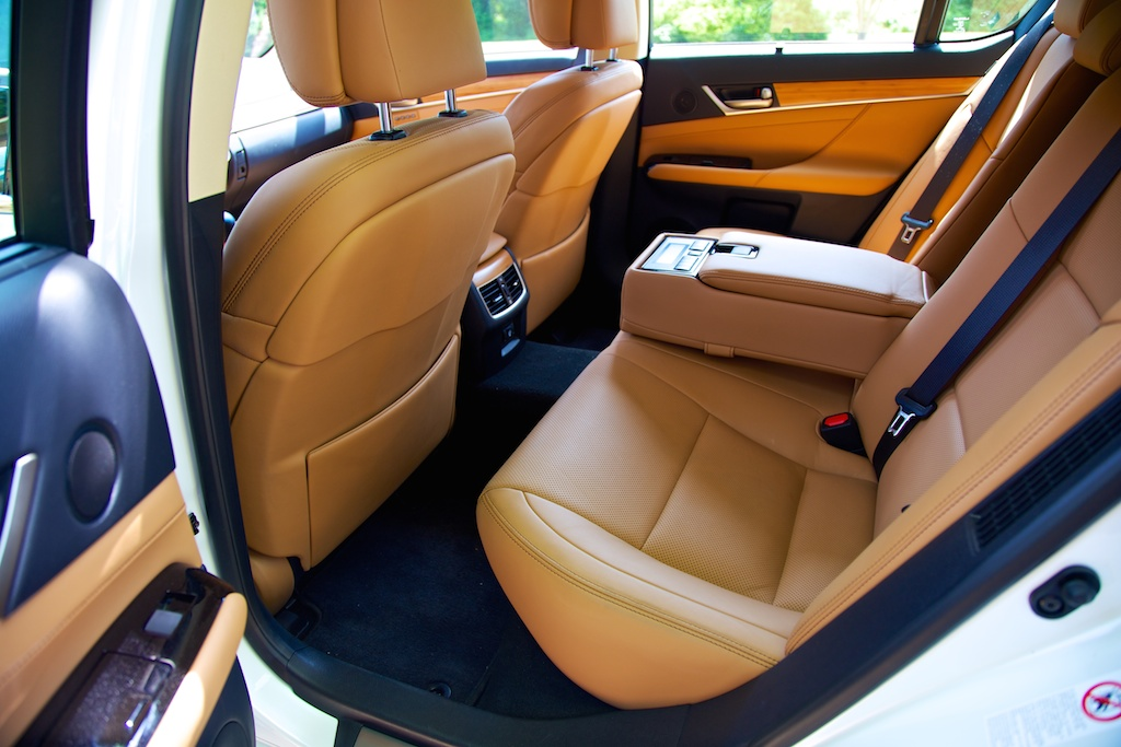 2014-lexus-gs-450h-rear-seat