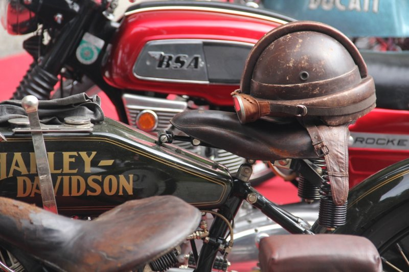 1922-harey-davidson-8v-and-friends-b