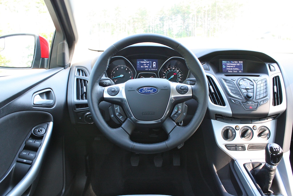 Review 2012 ford focus se sedan wait this is a ford for Interieur ford focus